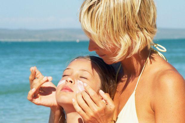 Mother applying sun cream to daughter-1184581